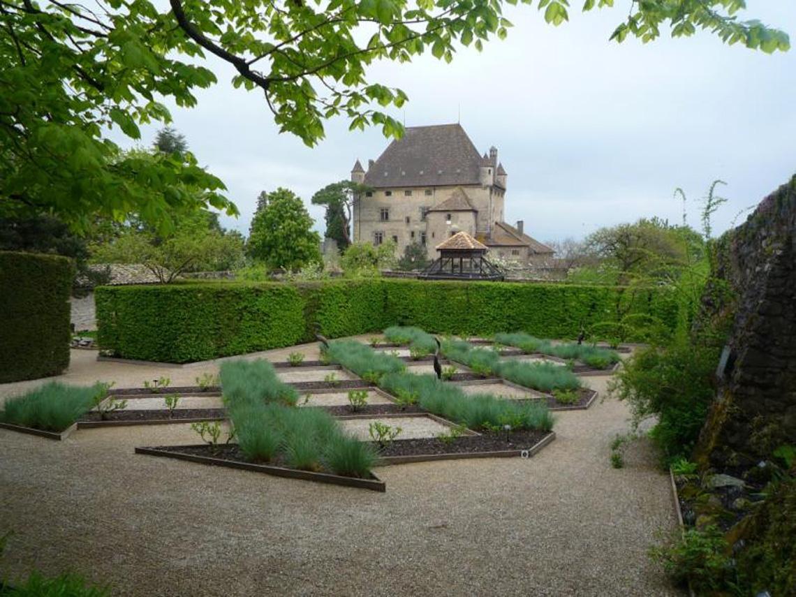 Jardin des cinq sens yvoire agence scarab e for Jardin 44 des 5 sens