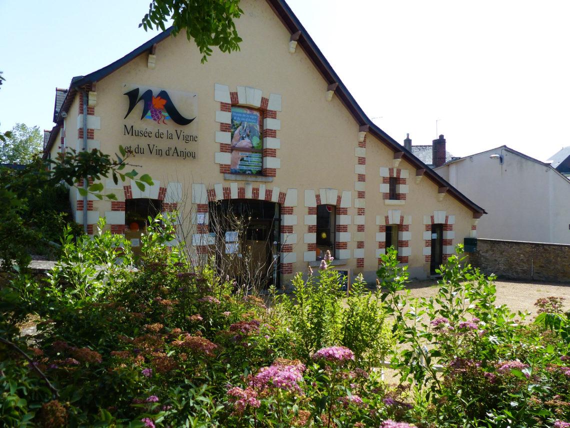 musée vin saint lambert du lattay - façade